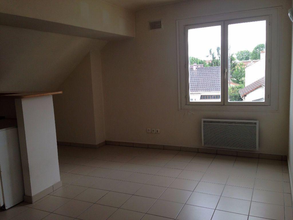 Appartement à louer 3 30.8m2 à Chelles vignette-3