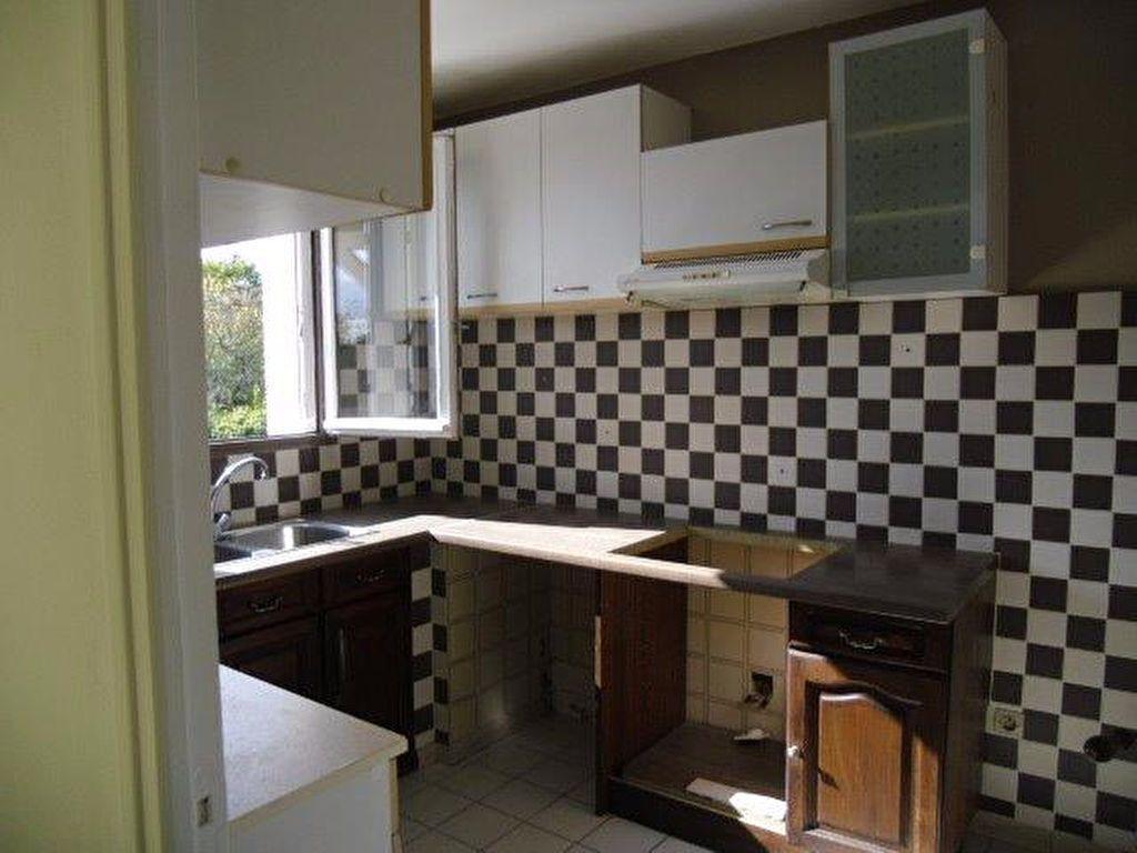Appartement à louer 4 70m2 à Gagny vignette-3
