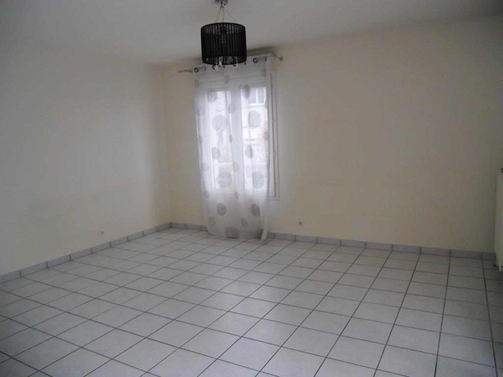 Appartement à louer 2 46.7m2 à Chelles vignette-3