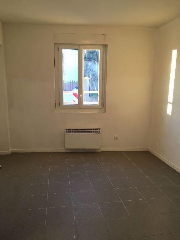 Appartement à louer 1 18m2 à Gagny vignette-3