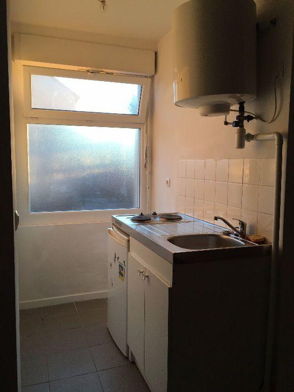 Appartement à louer 1 18m2 à Gagny vignette-4