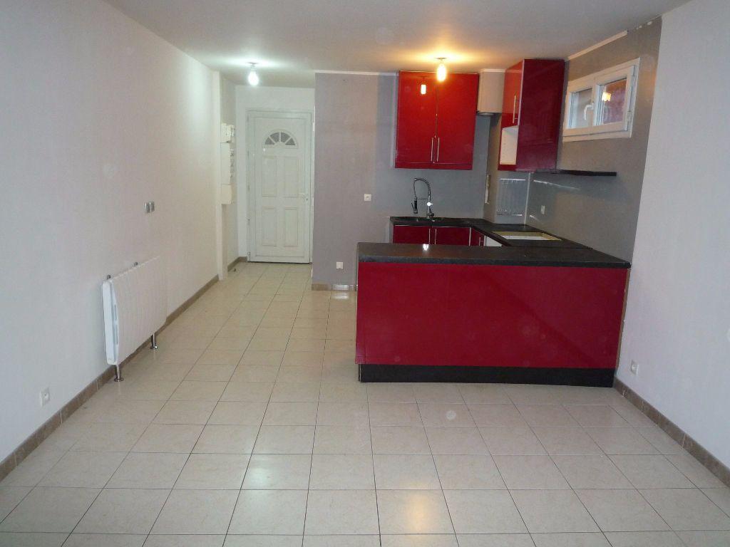 Appartement à louer 2 38.5m2 à Coubron vignette-3