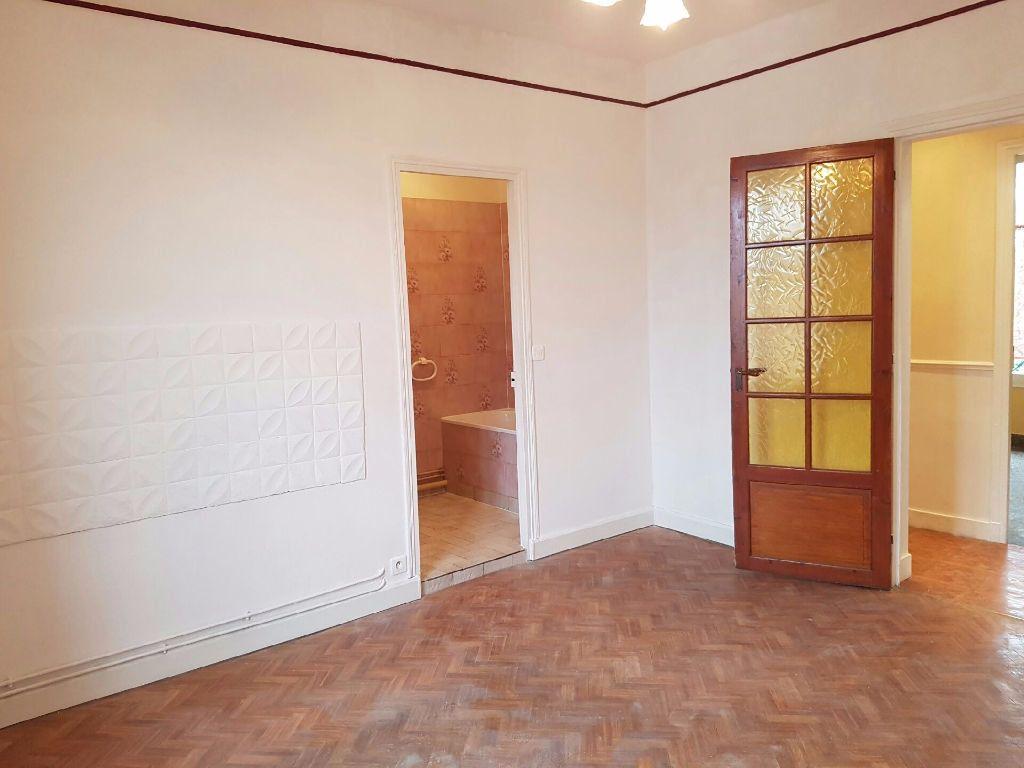 Appartement à louer 3 51m2 à Neuilly-sur-Marne vignette-3