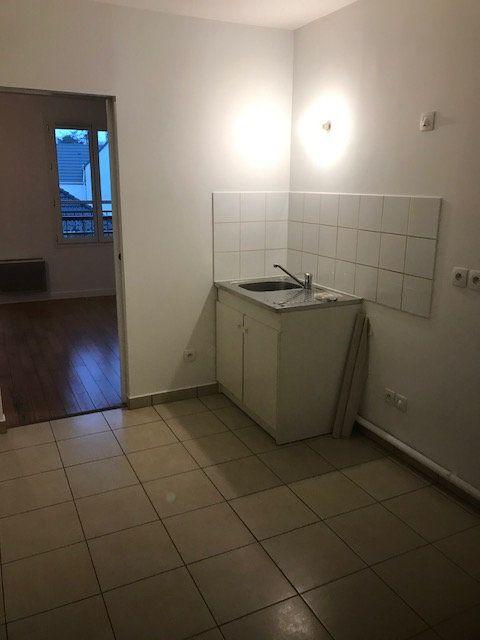 Appartement à louer 1 31m2 à Émerainville vignette-3