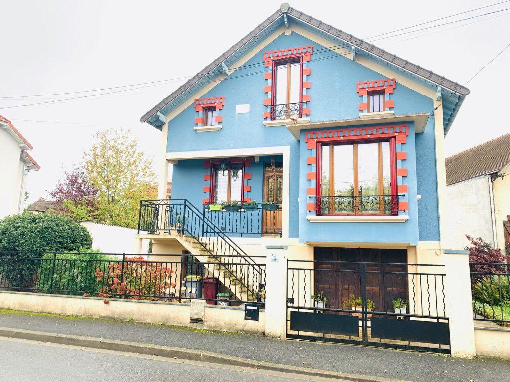 Maison à vendre 5 107m2 à Chelles vignette-1