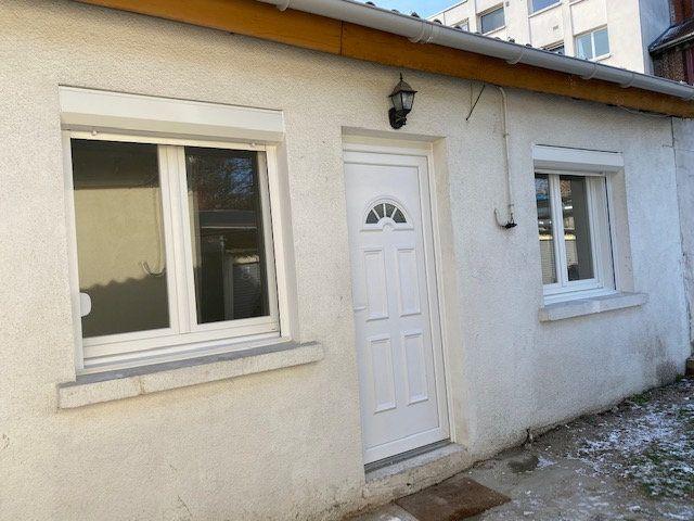 Maison à louer 2 22m2 à Livry-Gargan vignette-1