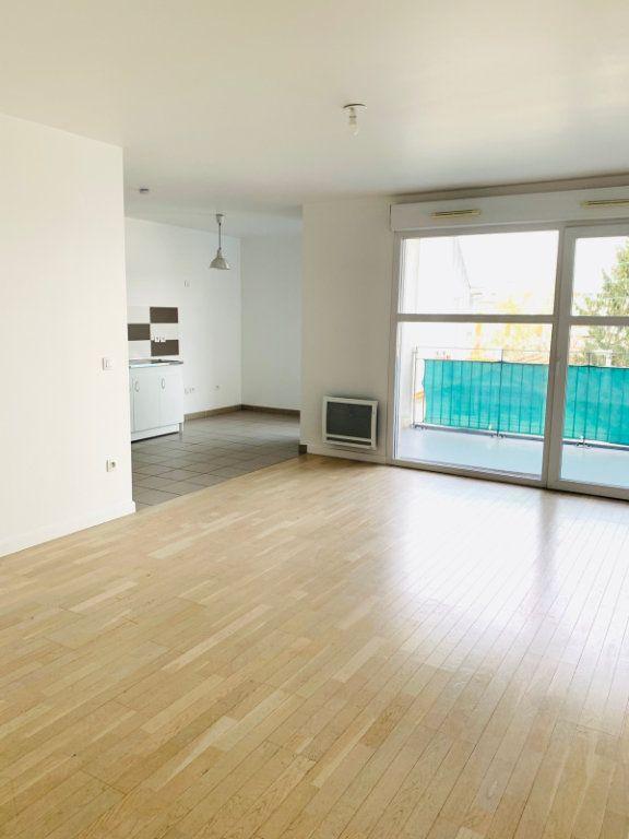 Appartement à vendre 3 69.69m2 à Noisy-le-Grand vignette-2