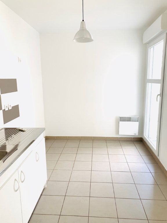 Appartement à vendre 3 69.69m2 à Noisy-le-Grand vignette-3