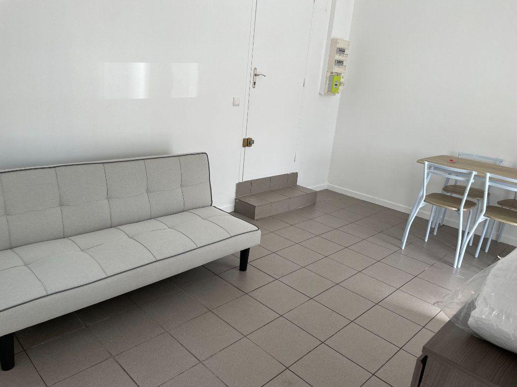 Appartement à louer 1 18.91m2 à Gagny vignette-2