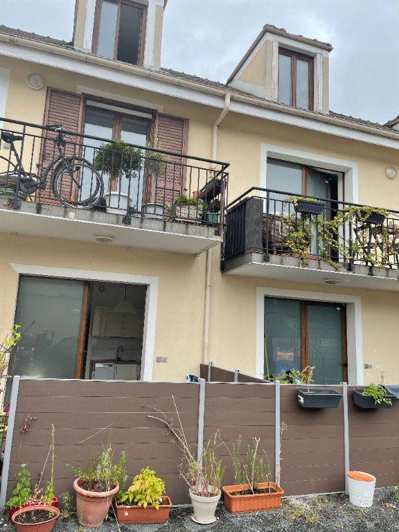 Appartement à louer 3 43.29m2 à Vaires-sur-Marne vignette-1