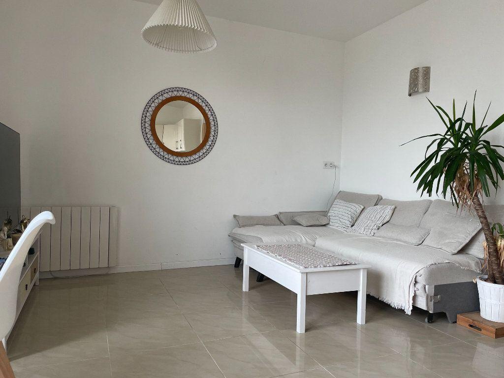 Appartement à louer 3 43.29m2 à Vaires-sur-Marne vignette-2