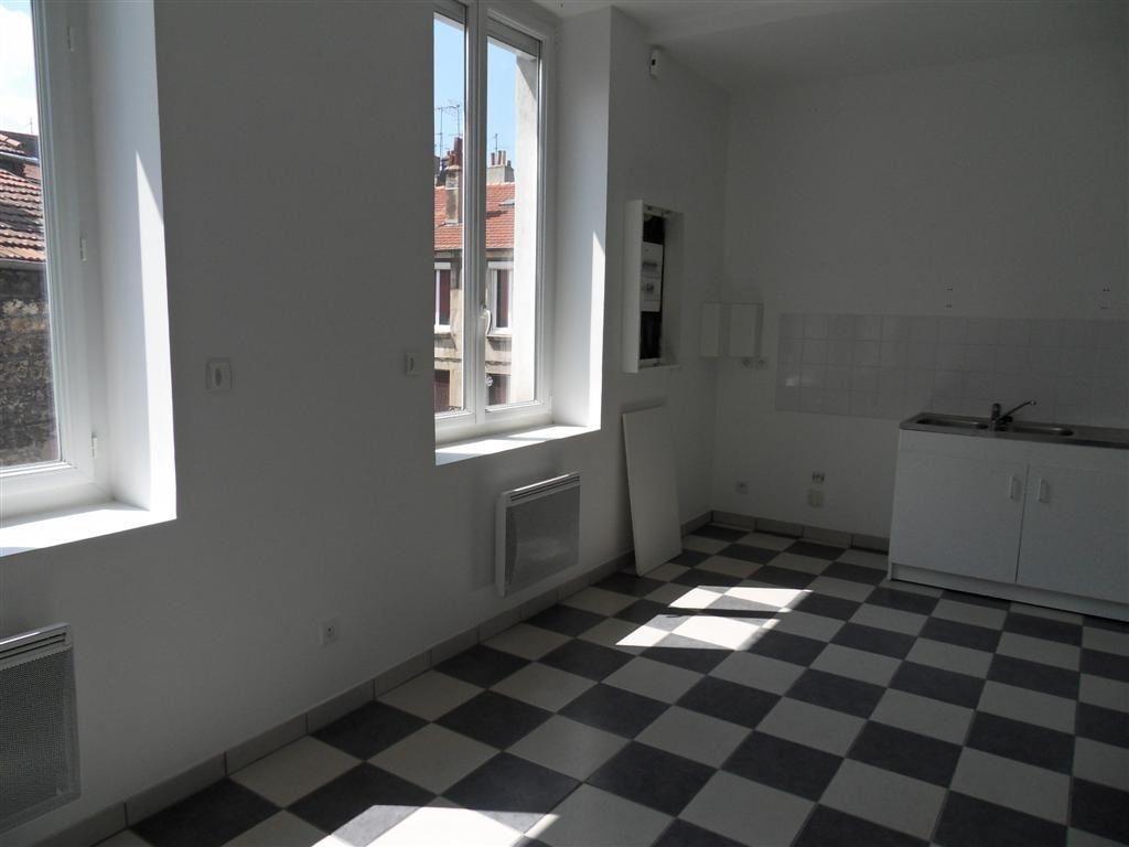 Appartement à louer 1 34m2 à Saint-Étienne vignette-1