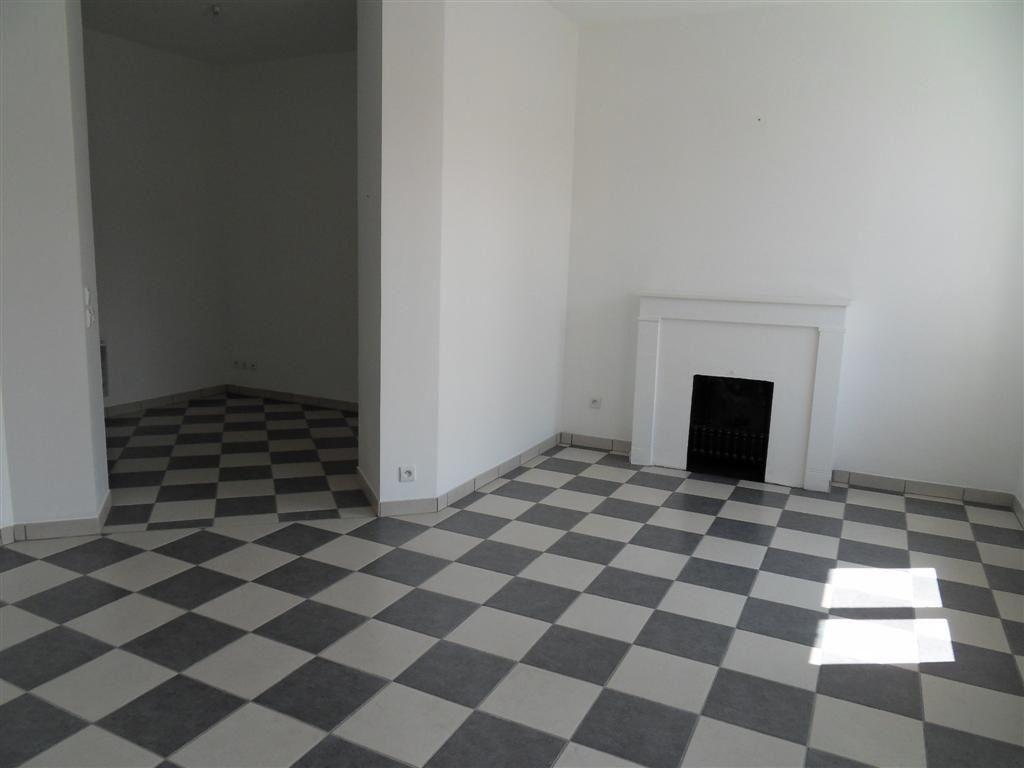 Appartement à louer 1 34m2 à Saint-Étienne vignette-2