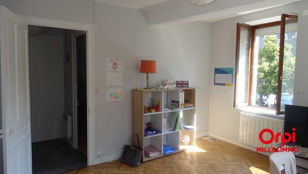 Appartement à louer 3 54.58m2 à Saint-Martin-en-Haut vignette-3