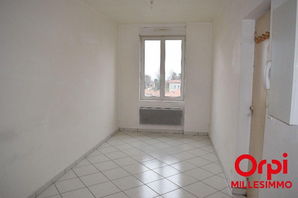 Appartement à louer 2 33.22m2 à Saint-Laurent-de-Chamousset vignette-2