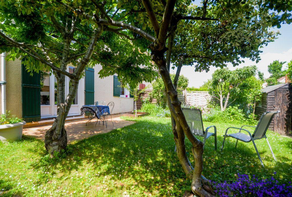 Maison à vendre 7 102m2 à Saint-Ouen-l'Aumône vignette-1