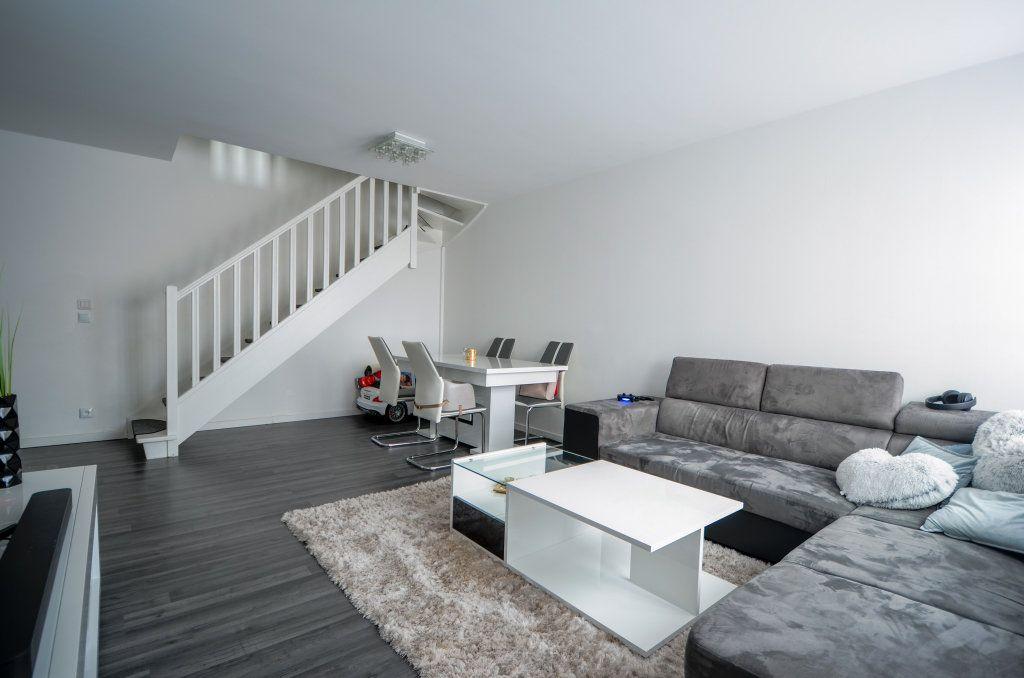 Appartement à vendre 3 67.41m2 à Saint-Ouen-l'Aumône vignette-1
