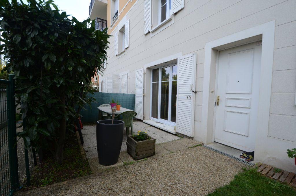 Appartement à vendre 3 65.8m2 à Saint-Ouen-l'Aumône vignette-1