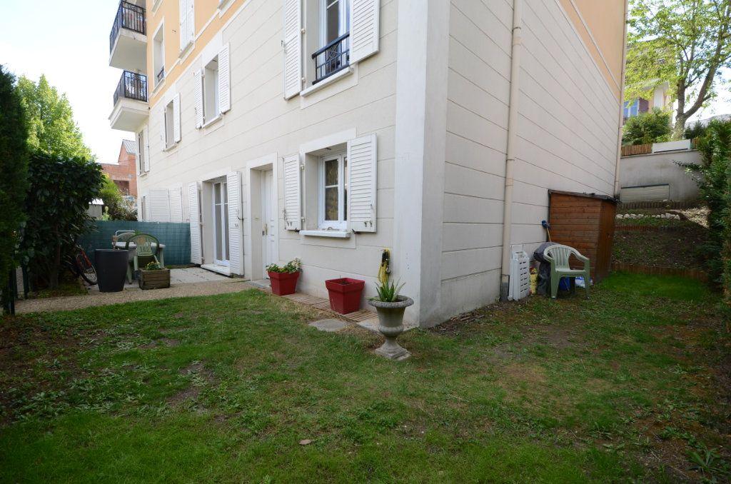 Appartement à vendre 3 65.8m2 à Saint-Ouen-l'Aumône vignette-2
