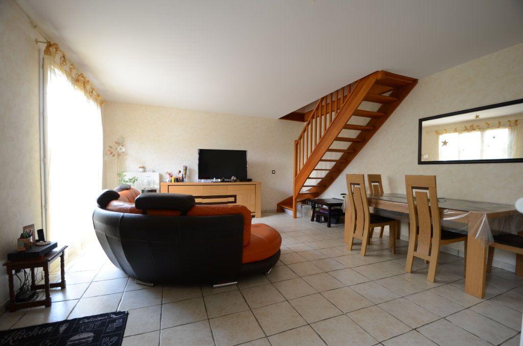 Appartement à vendre 3 65.8m2 à Saint-Ouen-l'Aumône vignette-3