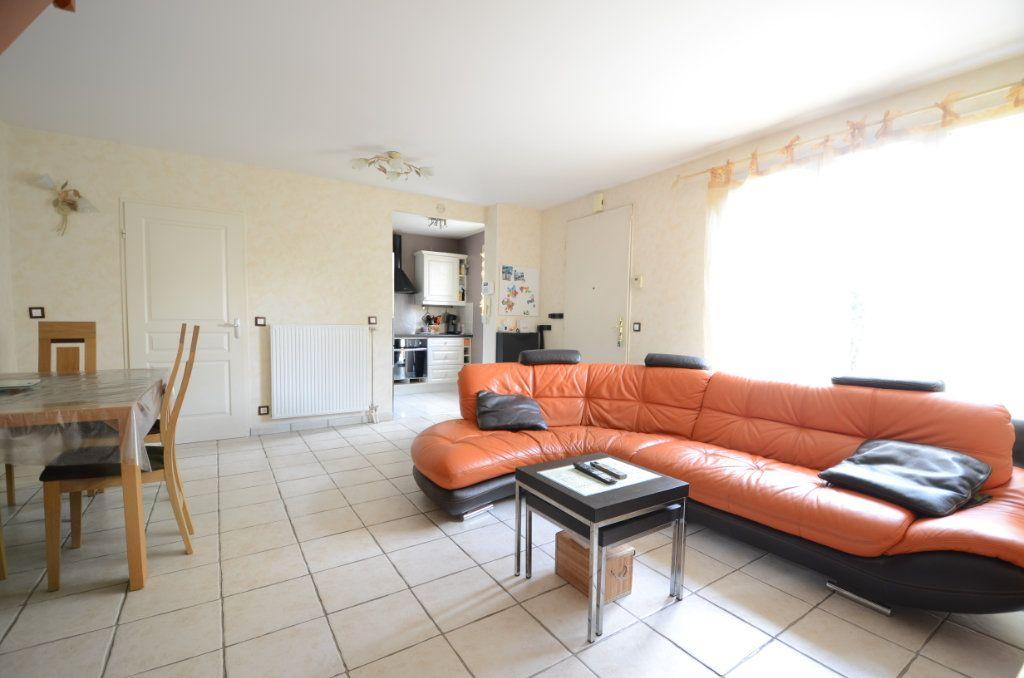 Appartement à vendre 3 65.8m2 à Saint-Ouen-l'Aumône vignette-5