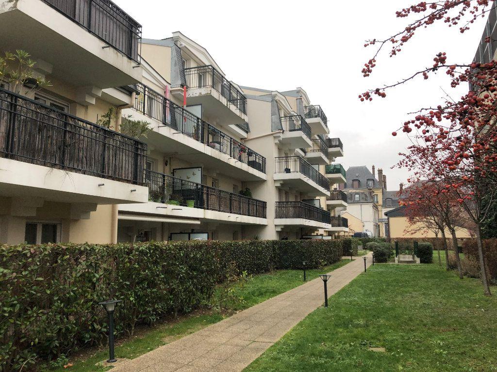 Appartement à louer 4 78.22m2 à Saint-Ouen-l'Aumône vignette-2