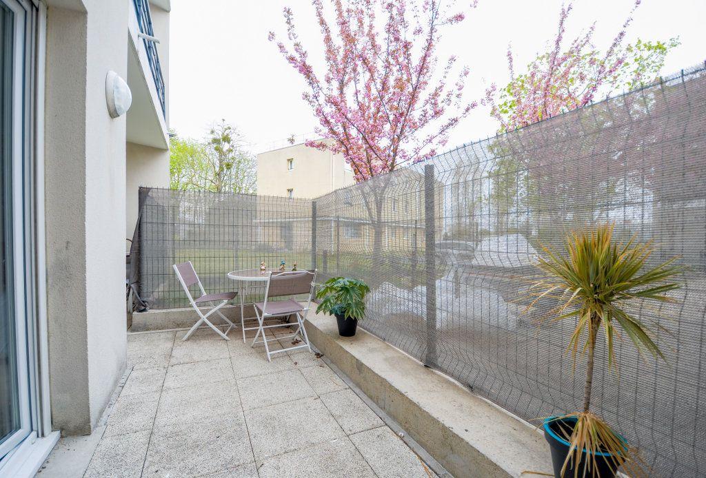 Appartement à vendre 2 34.15m2 à Saint-Ouen-l'Aumône vignette-1