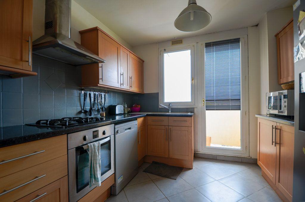 Appartement à vendre 5 93.22m2 à Saint-Ouen-l'Aumône vignette-4