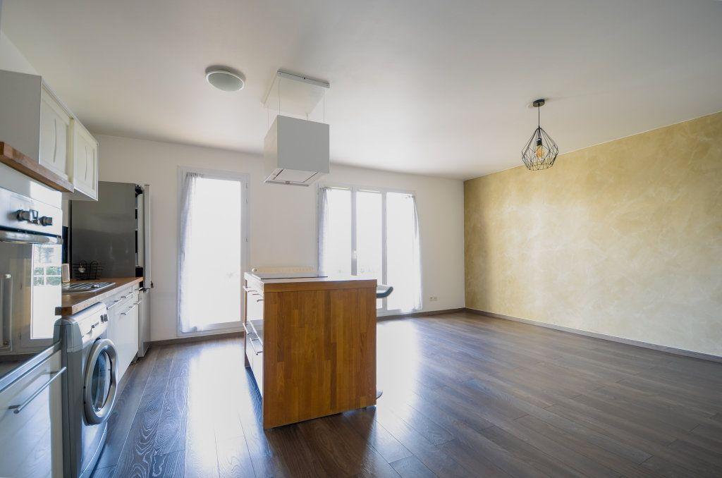Appartement à louer 3 59.2m2 à Saint-Ouen-l'Aumône vignette-2