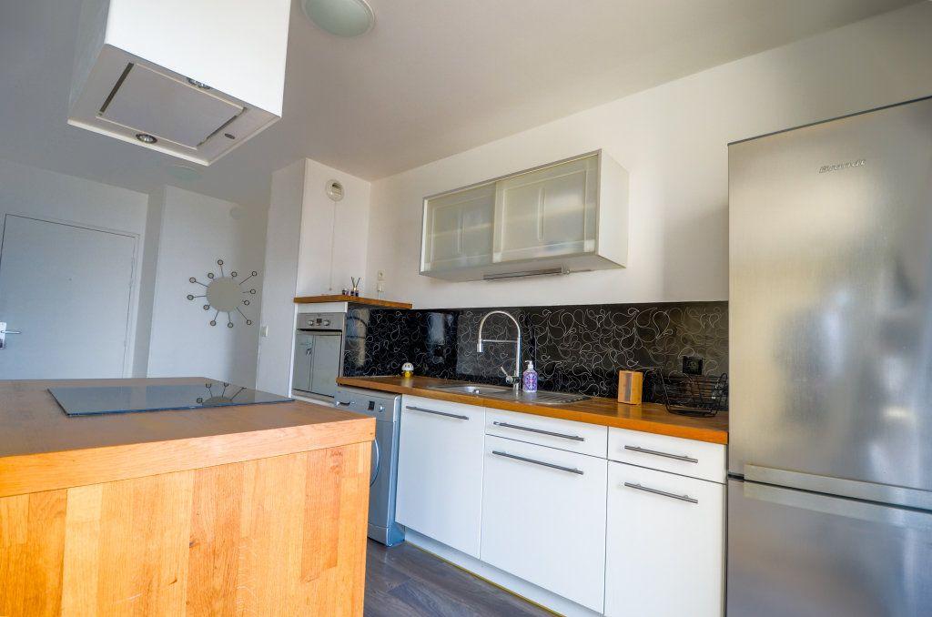 Appartement à louer 3 59.2m2 à Saint-Ouen-l'Aumône vignette-3