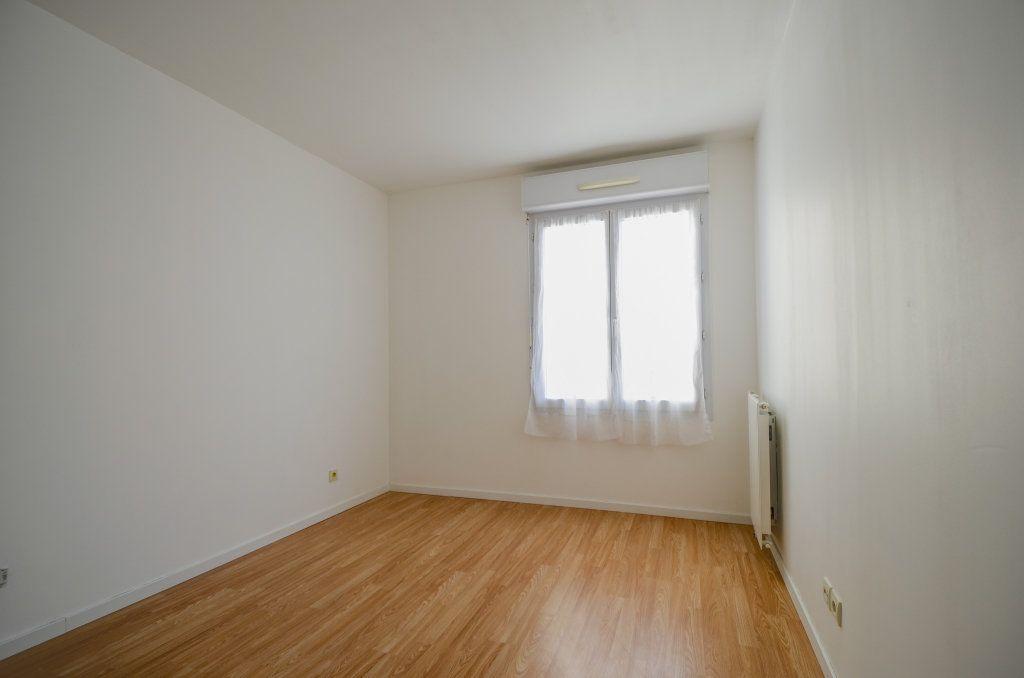 Appartement à louer 3 59.2m2 à Saint-Ouen-l'Aumône vignette-5