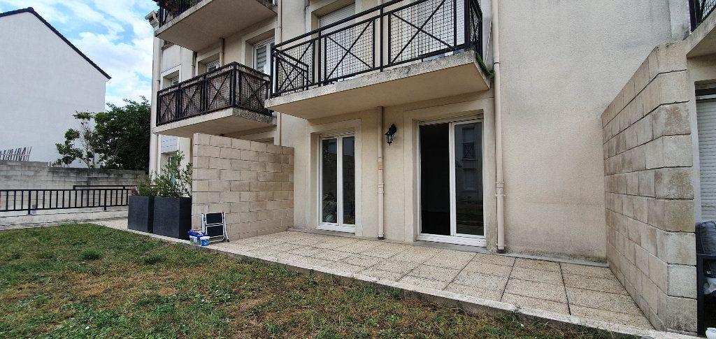 Appartement à louer 1 33m2 à Brie-Comte-Robert vignette-1