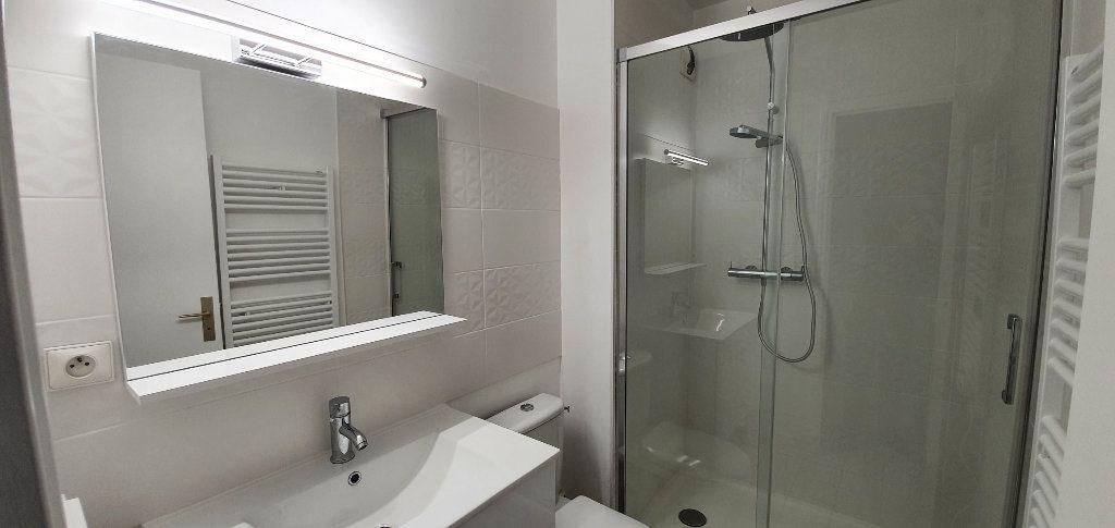 Appartement à louer 1 33m2 à Brie-Comte-Robert vignette-2