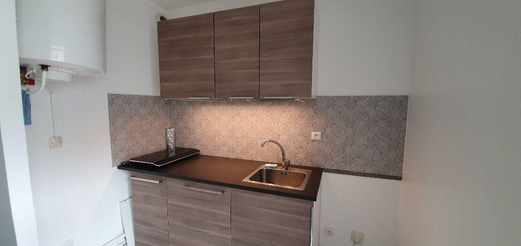 Appartement à louer 1 33m2 à Brie-Comte-Robert vignette-3