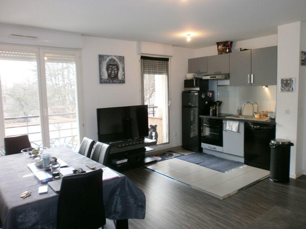 Appartement à louer 2 45.76m2 à Combs-la-Ville vignette-2