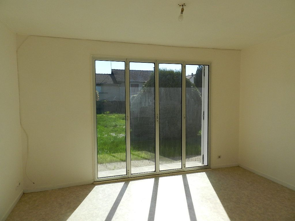 Maison à louer 3 64m2 à Saint-Martin-des-Champs vignette-3