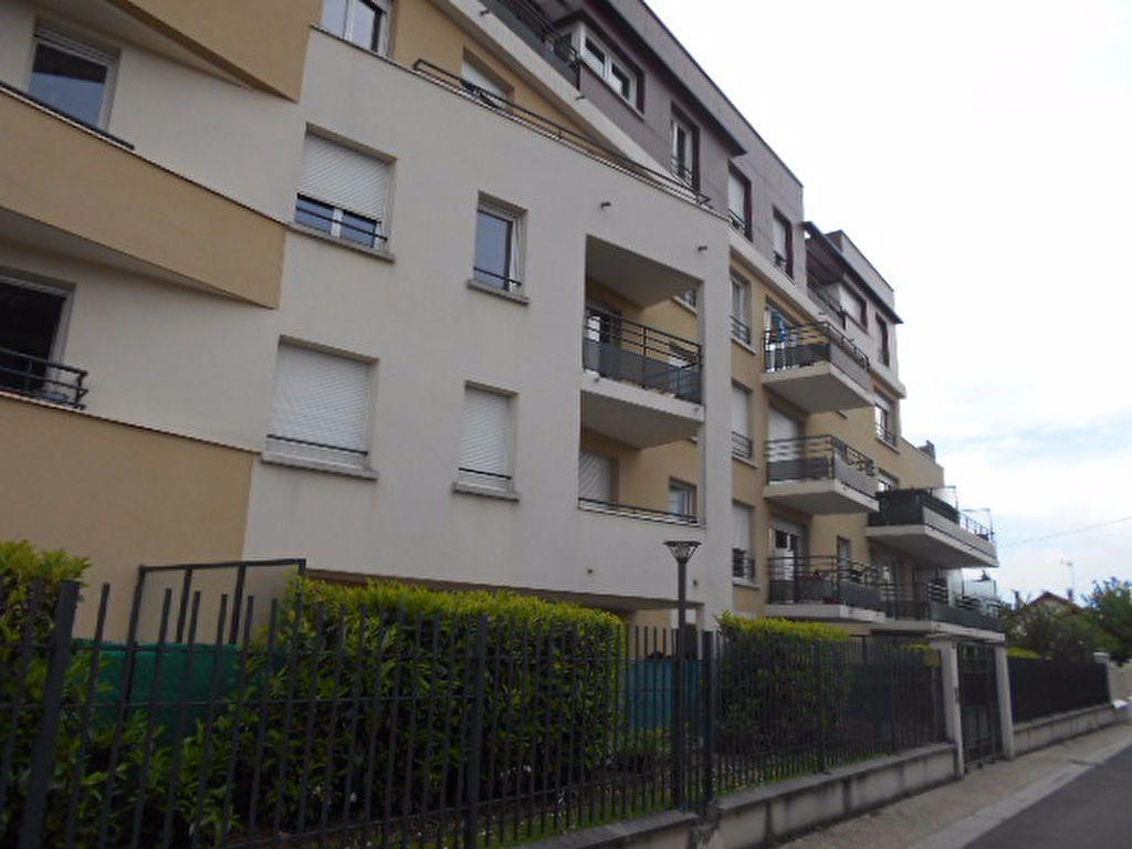 Appartement à louer 2 40.31m2 à Combs-la-Ville vignette-1