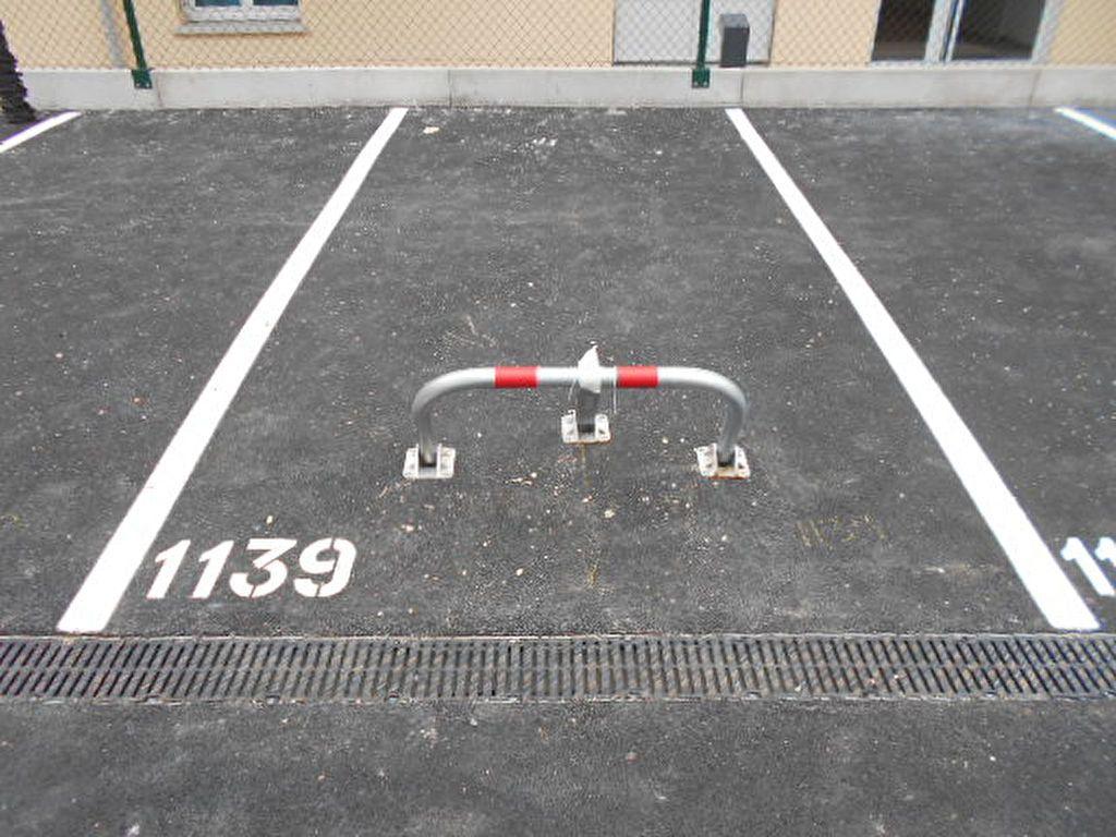 Stationnement à louer 0 56m2 à Brie-Comte-Robert vignette-1