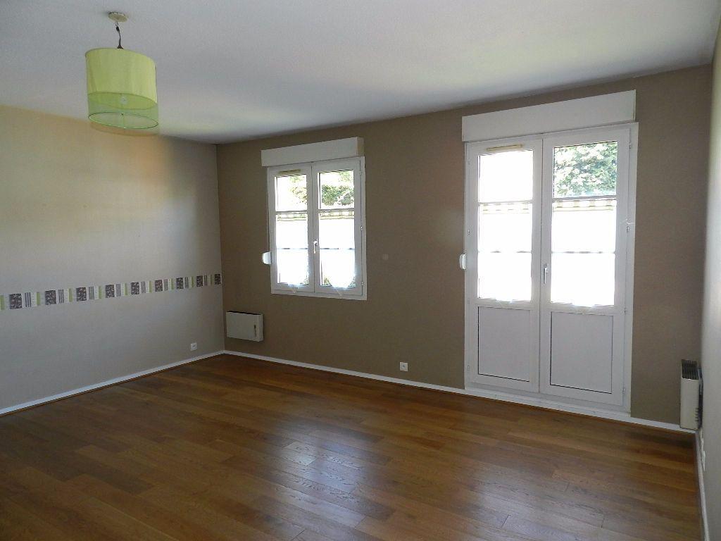 Appartement à louer 1 32.1m2 à Brie-Comte-Robert vignette-1