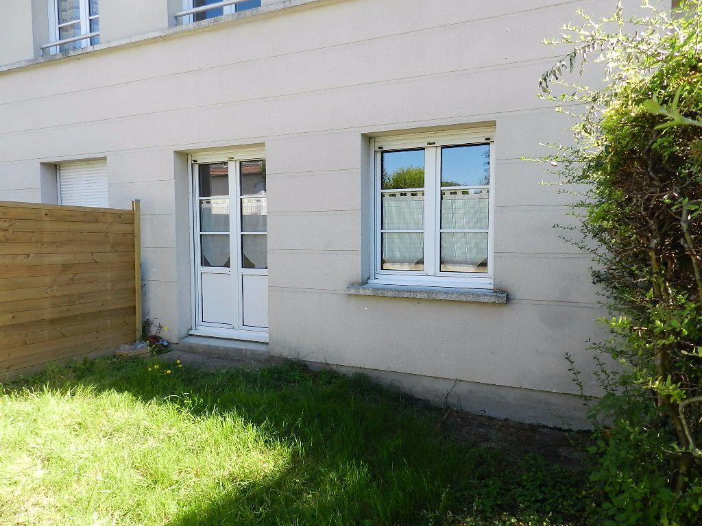 Appartement à louer 1 32.1m2 à Brie-Comte-Robert vignette-3