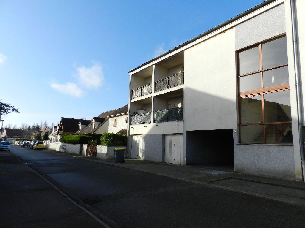 Appartement à louer 1 17.04m2 à Brie-Comte-Robert vignette-1