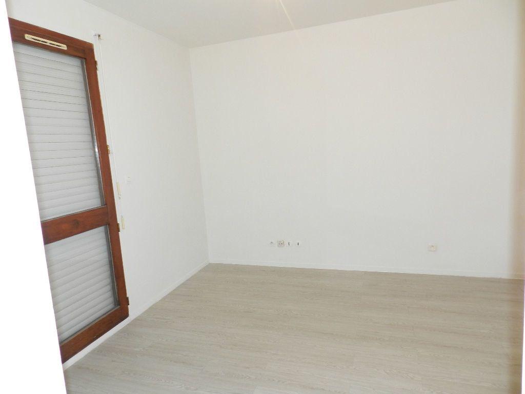 Appartement à louer 1 17.04m2 à Brie-Comte-Robert vignette-2
