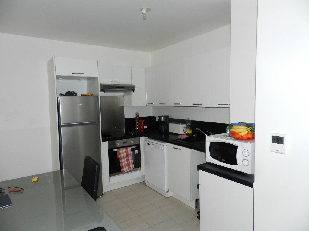 Appartement à louer 3 62.85m2 à Brie-Comte-Robert vignette-2