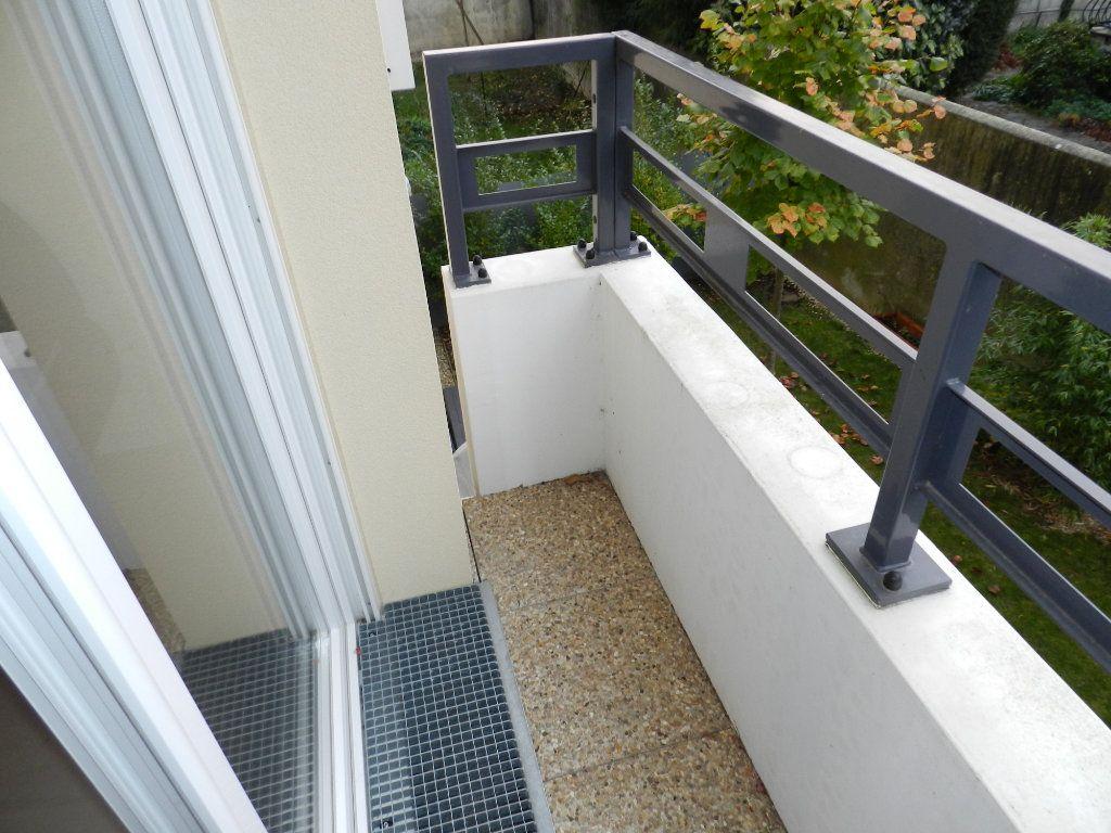 Appartement à louer 3 62.85m2 à Brie-Comte-Robert vignette-3