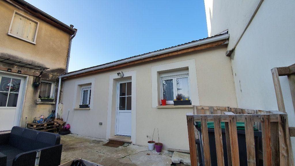 Maison à louer 1 22.45m2 à Boussy-Saint-Antoine vignette-1