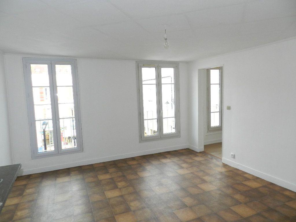 Appartement à louer 2 46.9m2 à Brie-Comte-Robert vignette-1