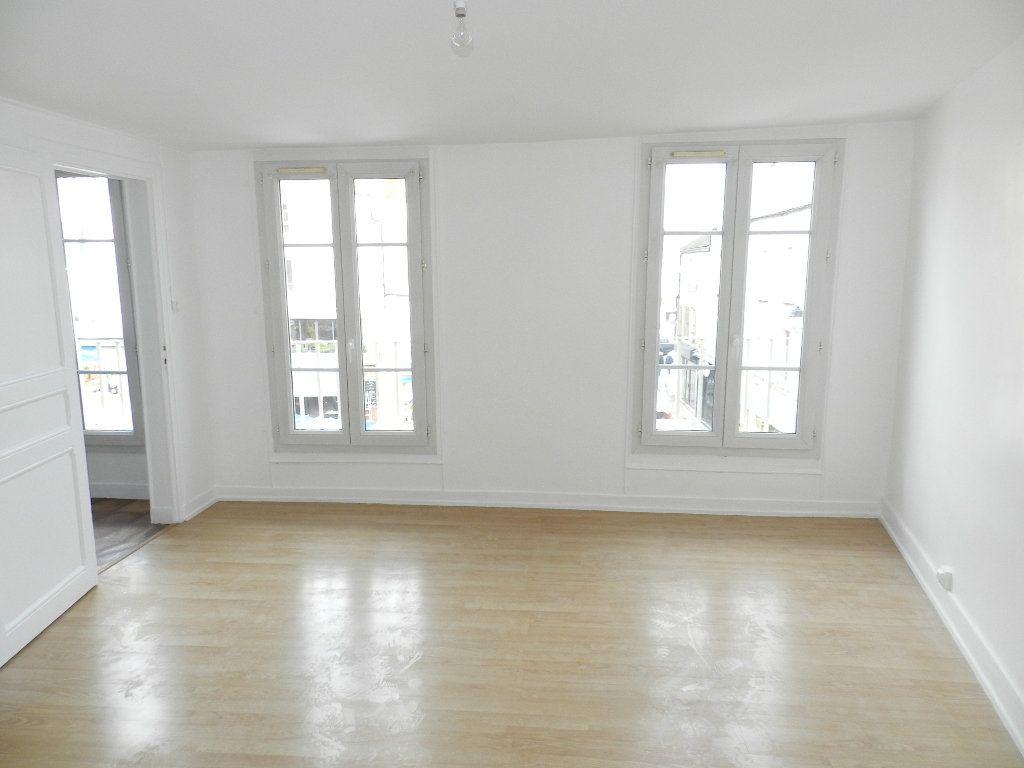 Appartement à louer 2 46.9m2 à Brie-Comte-Robert vignette-2