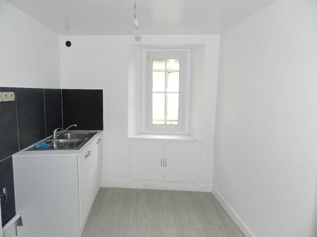 Appartement à louer 2 46.9m2 à Brie-Comte-Robert vignette-3