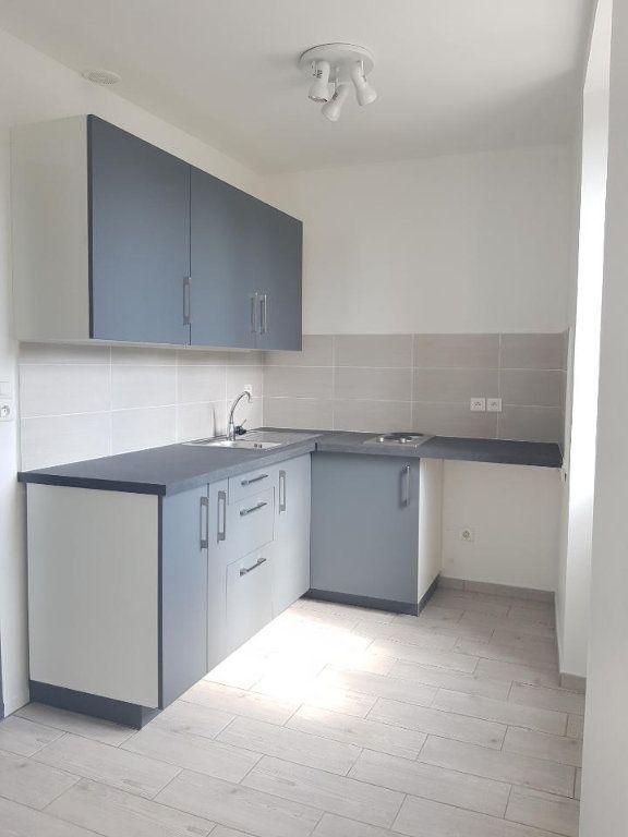 Appartement à louer 1 22m2 à Brie-Comte-Robert vignette-1