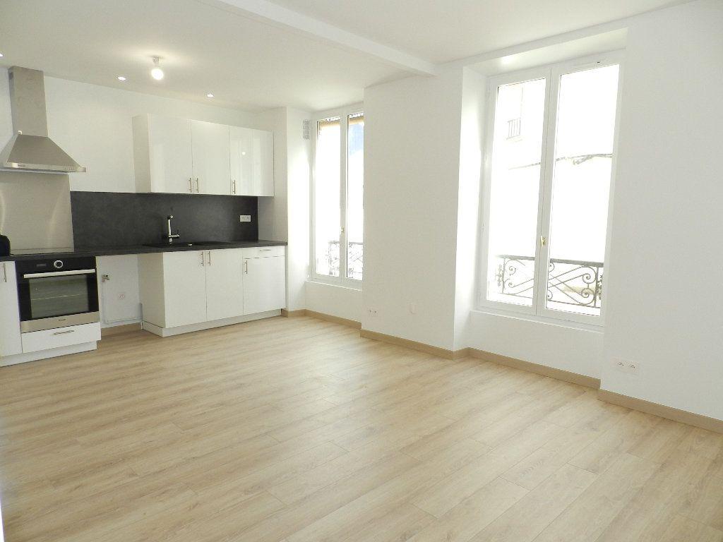 Appartement à louer 3 45.81m2 à Brie-Comte-Robert vignette-1